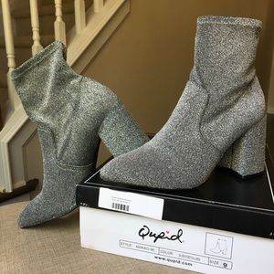 Qupid Silver Stretch Booties Size 9